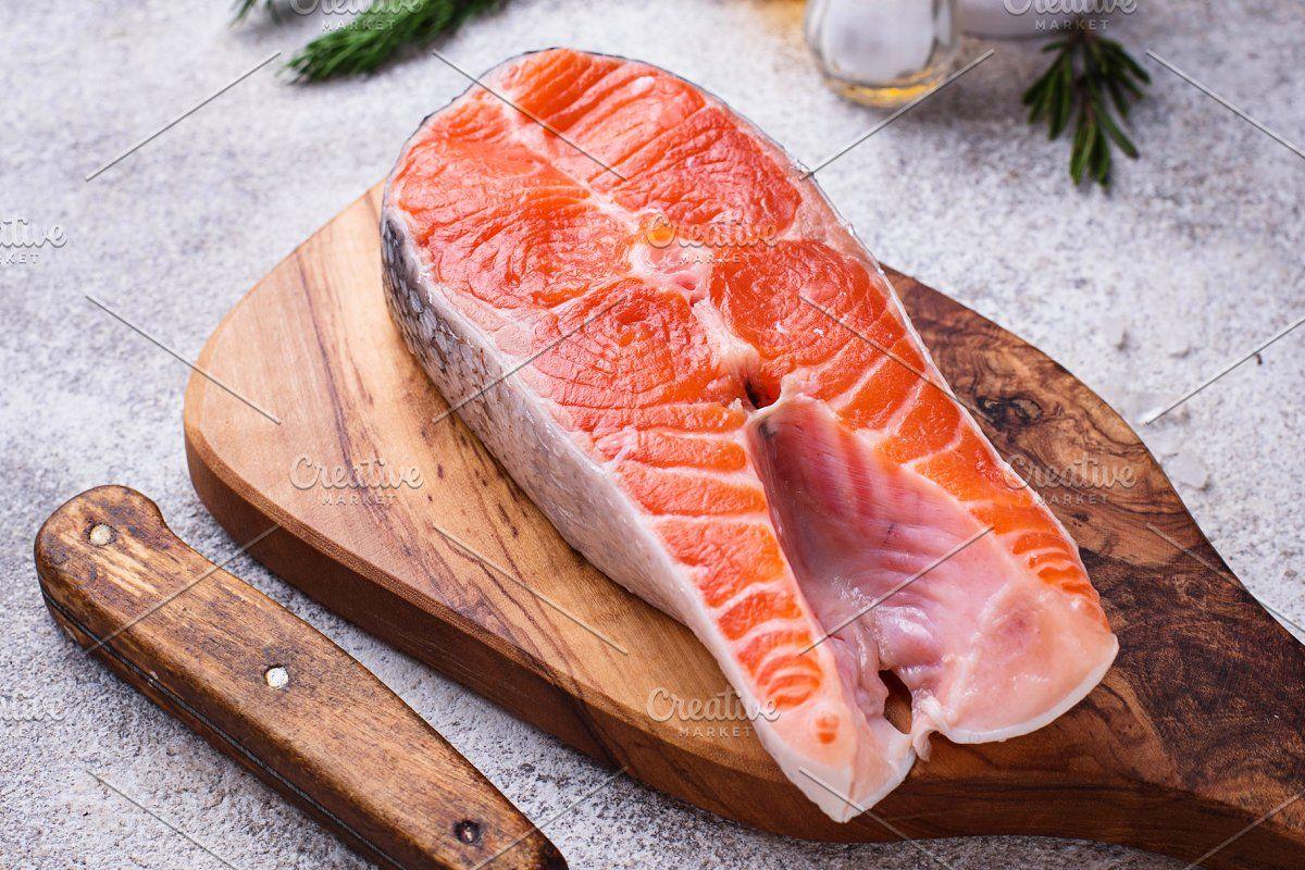 Fresh Salmon Steak With Spices In 2020 Salmon Steak Salmon Steak