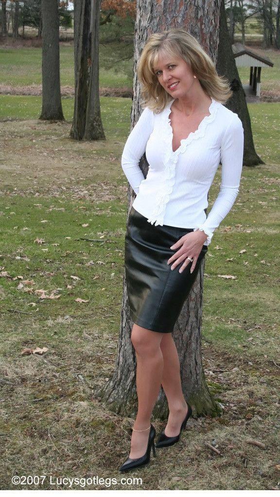 mature amateurs skirt phito