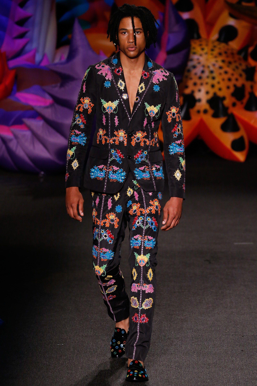 Moschino Primavera 2017 Fotos - colección masculina de Vogue