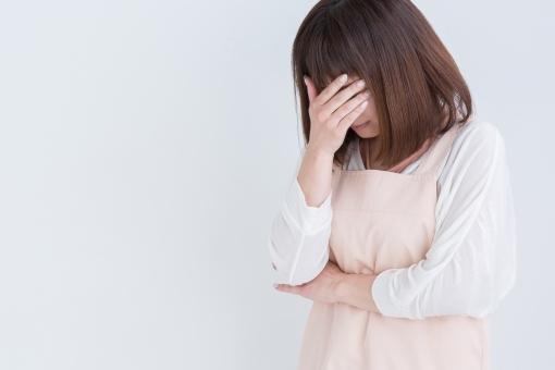 泣くエプロン姿の女性 フリー 写真 素材 写真 素材 写真