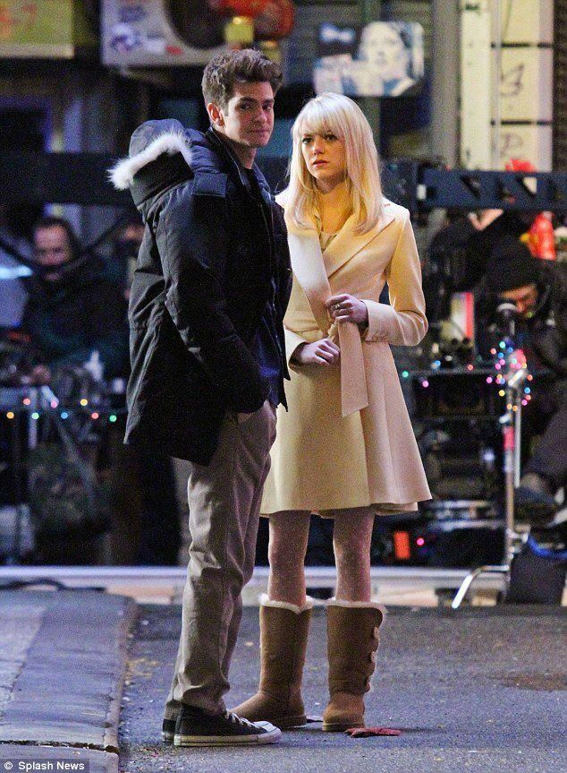 Amazing Spiderman 2 Movie On Set Photos Andrew Garfield And Emma Stone On The Set Of The Amazing Andrew Garfield Gwen Stacy Comic The Amazing Spiderman 2