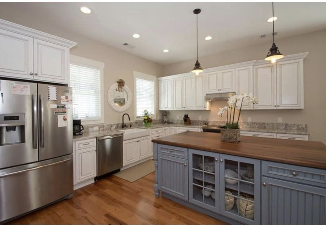 Pin By Leah Grigsby On Tx House Build Kitchen In 2020 Farmhouse Kitchen Design Country White Kitchen Modern Farmhouse Kitchens