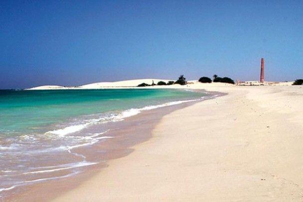 Spinguera, Boa Vista, Kaapverdische eilanden: Het verlaten vissersdorpje Spinguera combineert de rust van een onontgonnen plek met het adembenemende zicht van Boa Vista, een van de Kaapverdische eilanden.