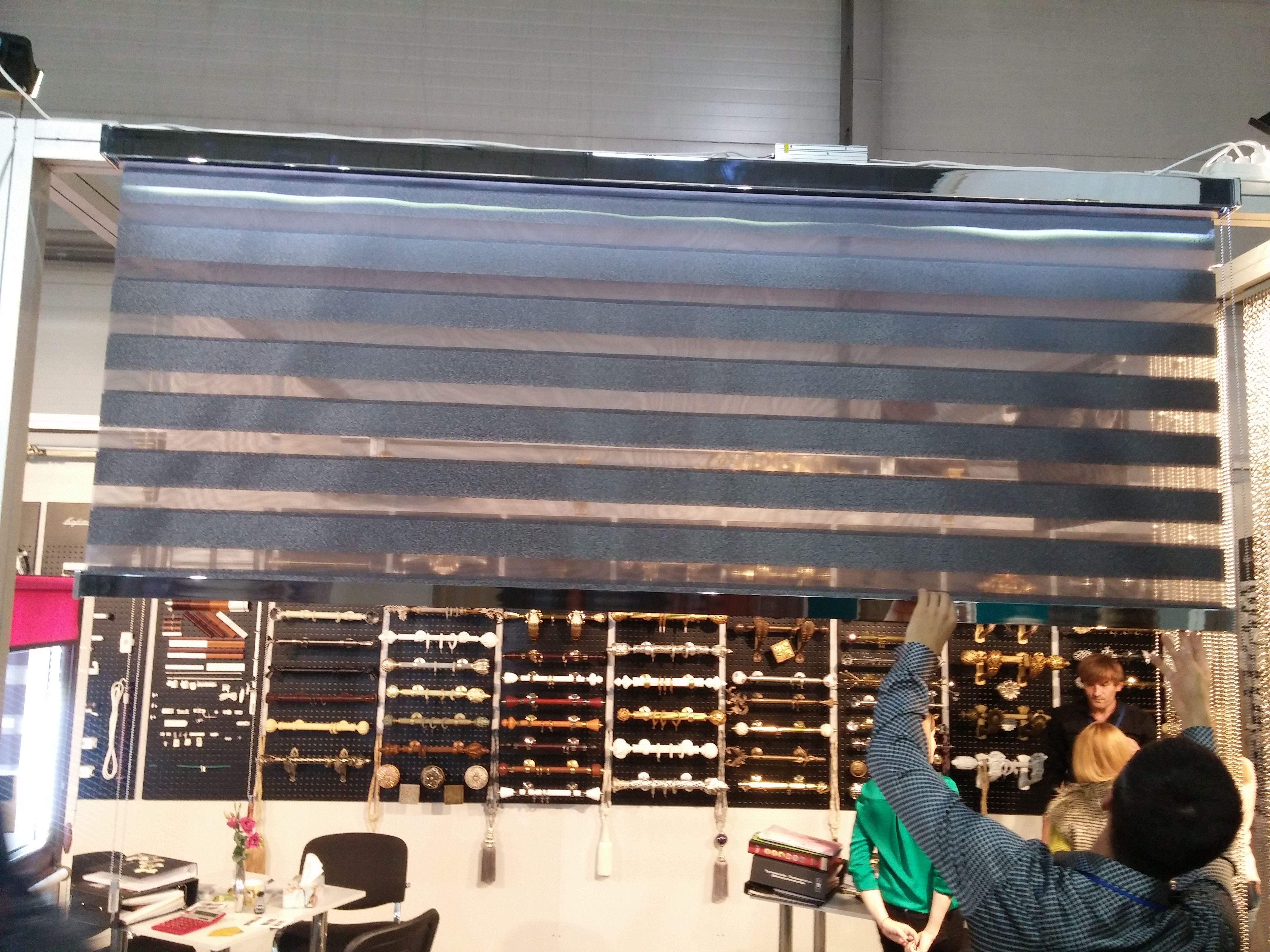 Система для штор День-Ночь компании Coulise на стенде ...