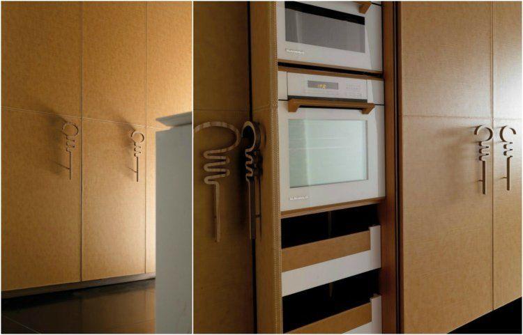 cuisine moderne avec placards design en cuir marron et poignées en bois massif