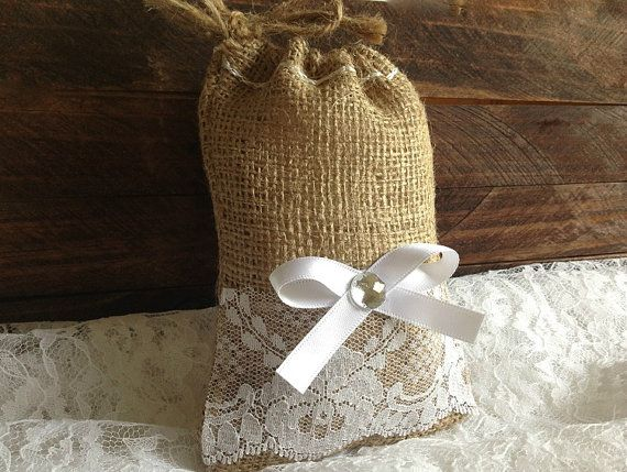 Best 25 burlap favor bags ideas on pinterest wedding for Burlap bag craft ideas