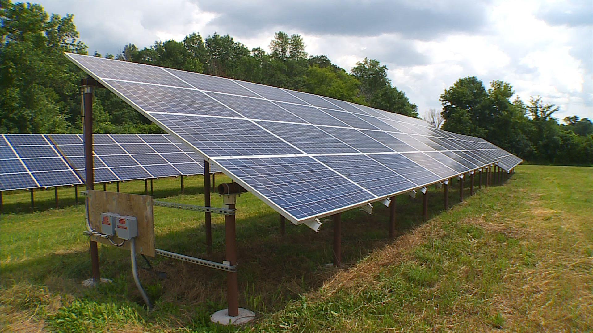 8 7 14 This Minn Farm Is Bringing Solar Power To Its Community Cbs Minnesota Anybody That S In Xcel Energy Territory Solar Solar Power Roof Solar Panel
