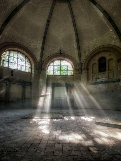 Lost Place - Kuppelsaal mit Sonnenstrahlen #beelitzheilstätten #Beelitz #lostplace #abandonedplace #verlassenerort