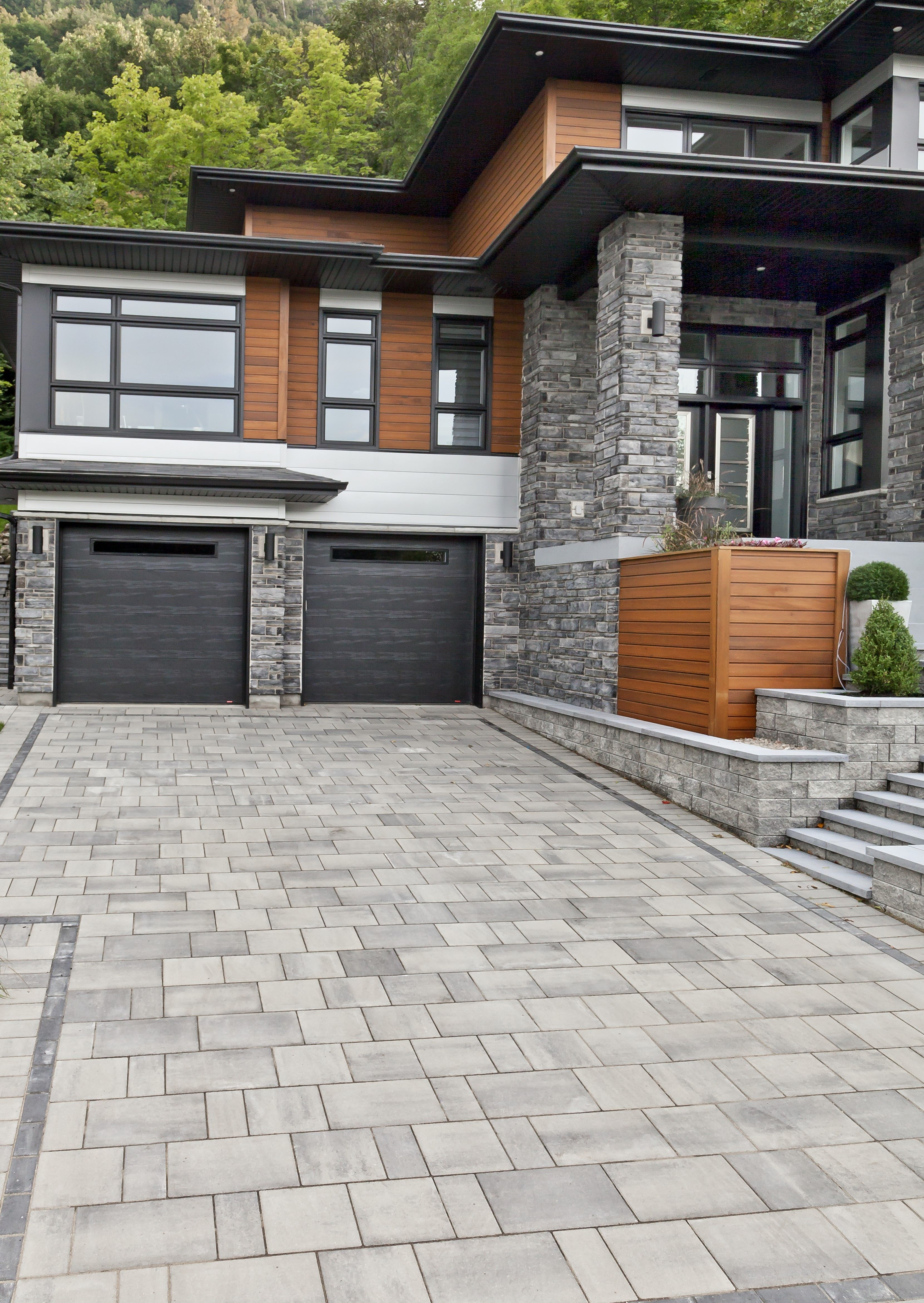 Driveway Landscaping In 2020 House Exterior Modern House Exterior House Designs Exterior