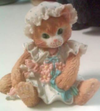 Adorable and well made! This is a Priscilla Hillman Calico Kitten statue.