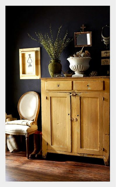 dark wall light wood- you would need good lighting to get away with ...