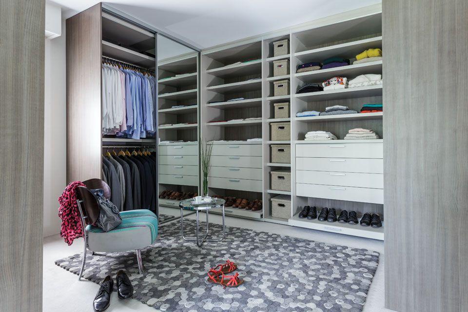 Un bao y un vestidor con todo el confort Bedrooms