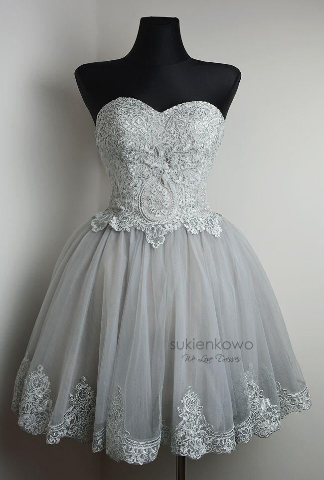 883d69d110a CARACHEL - Gorsetowa sukienka z haftami silver-gray