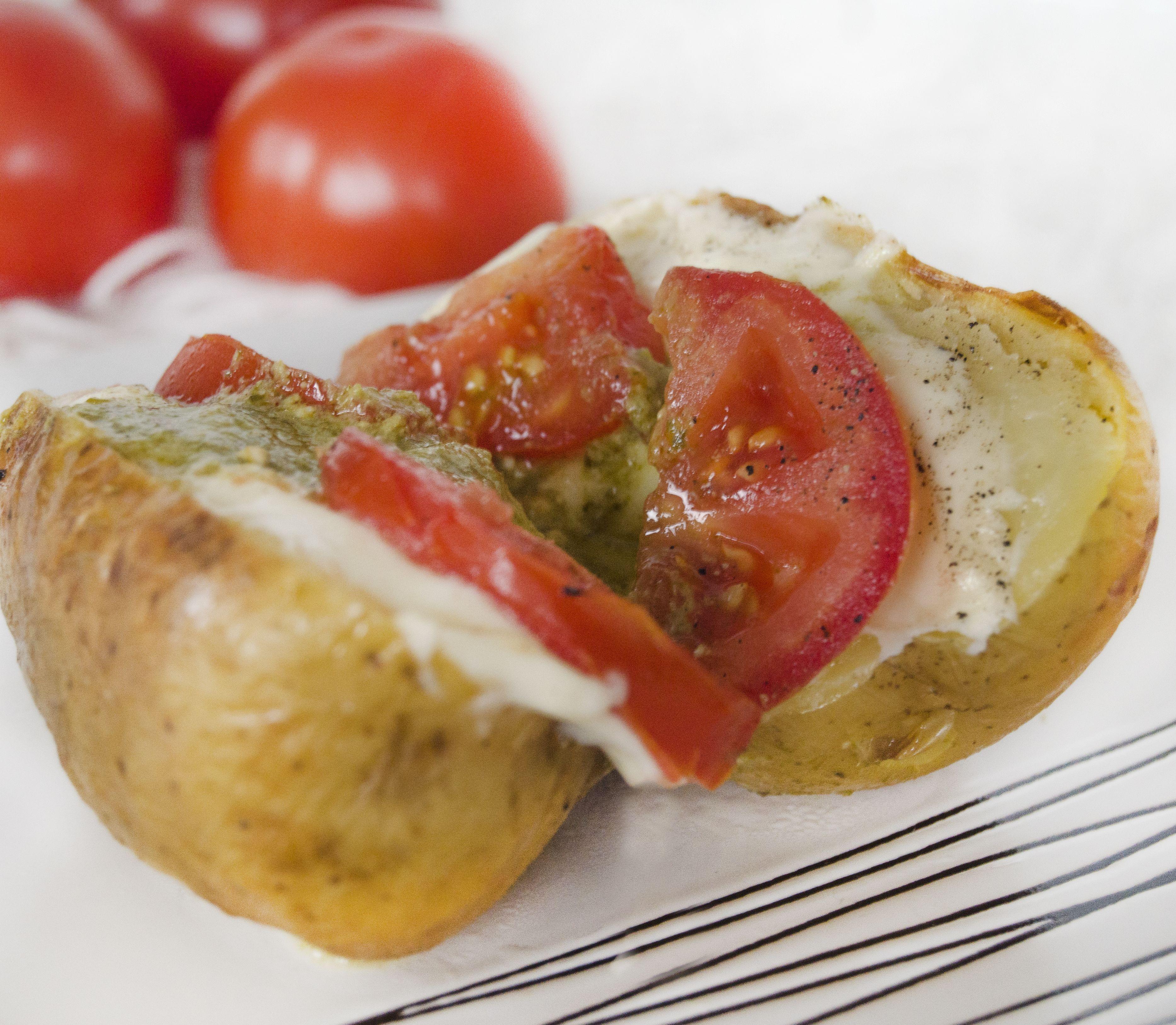 Plnené pečené zemiaky: Rýchla pochúťka na 3 spôsoby