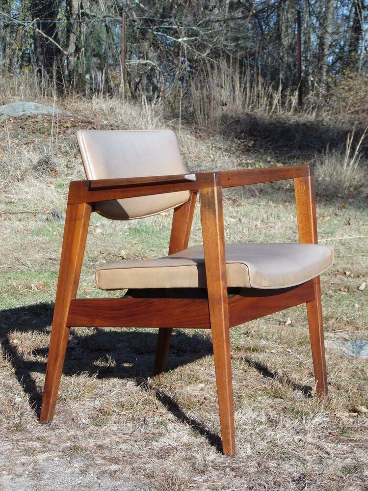 Vintage Mid Century Modern Floating Walnut Arm Chair Gunlocke