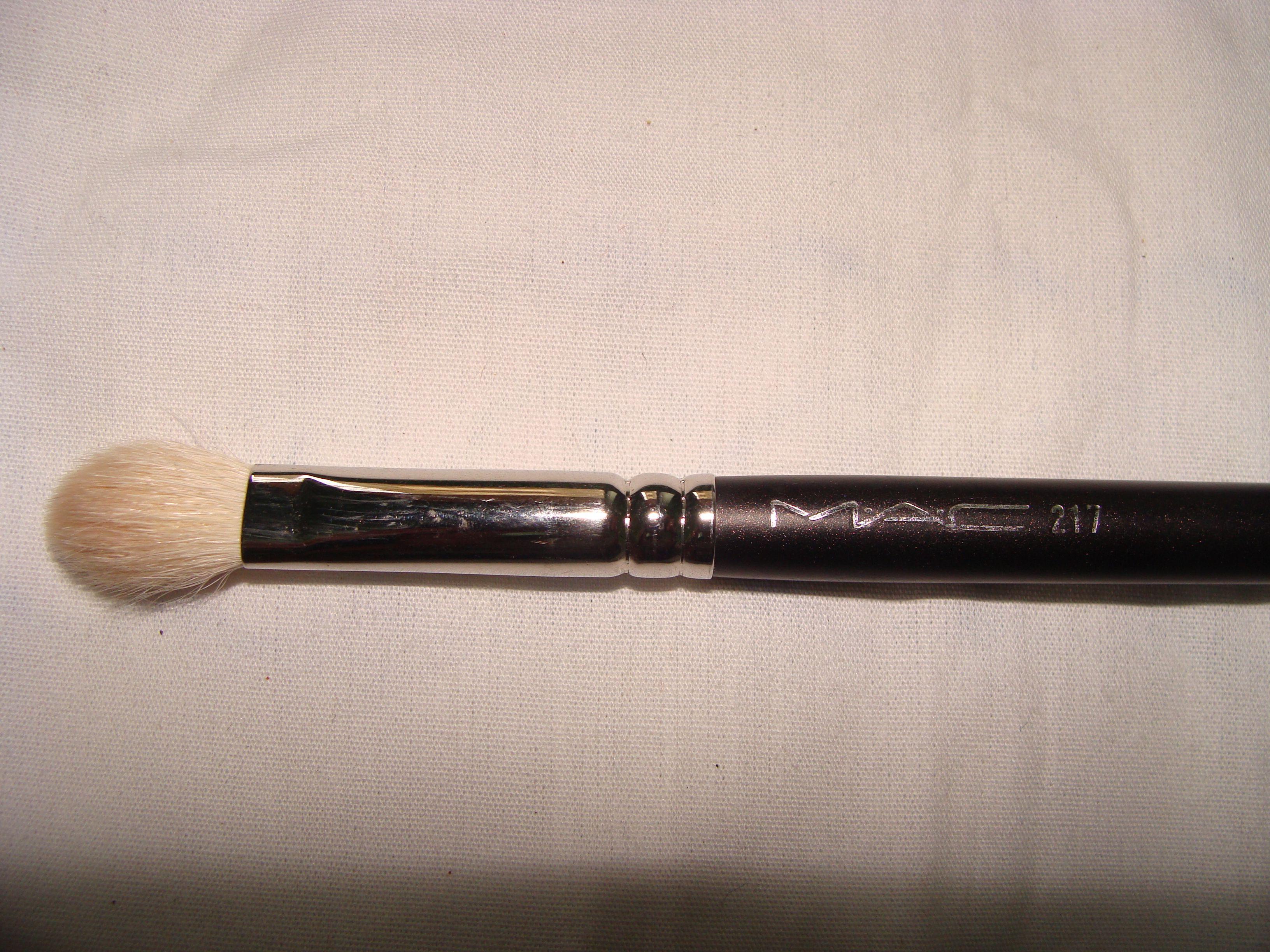 MAC 217 blending brush   Blending brushes, Mac brushes, Brush
