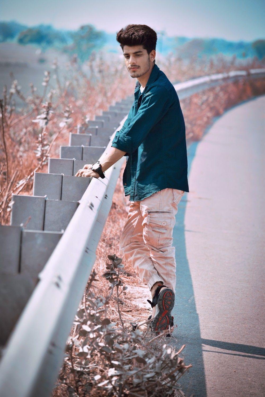 Main Or Tum Ghar Hum Ho Jate Dslr Photography Poses Photography Poses For Men Boy Photography Poses
