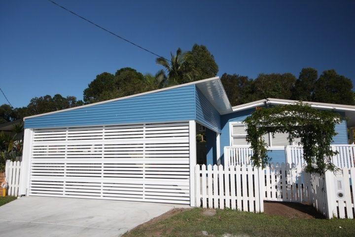 Combination of aluminium batten carport door with timber for Carport fence ideas