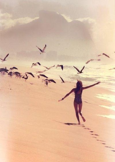 Vrijheid van de mens en van de vogel. De manier van bewegen staat voor vrijheid en dus lucht.