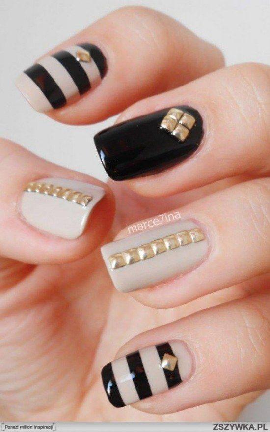 Gold square studded nails on nude and black nails - Tachuelas-unas-disenos-6 Mujeres Femeninas Pinterest Gold Nail