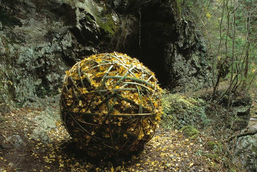 Shimanto River Spheres Higashitsuno-mura, Kochi Prefecture, Japan, spheres decreasing in size from 160 cm diam to 65 cm. diam.