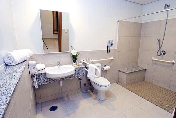Pin Em Baths Kitchens