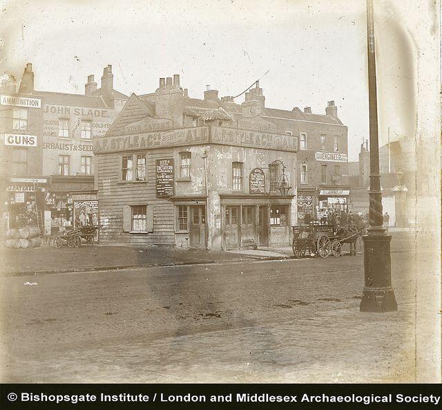 The Vine Tavern, Mile End Road, London  (c1920)