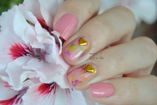 Elegant nails designed by Jasmin. Find it here>>http://lack-a-like.blogspot.de/2015/07/madchenzeit-schockverliebt.html