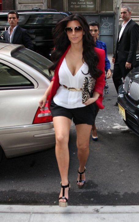 Kim Kardashian Fashion and Style - Kim Kardashian Dress, Clothes, Hairstyle - Page 44
