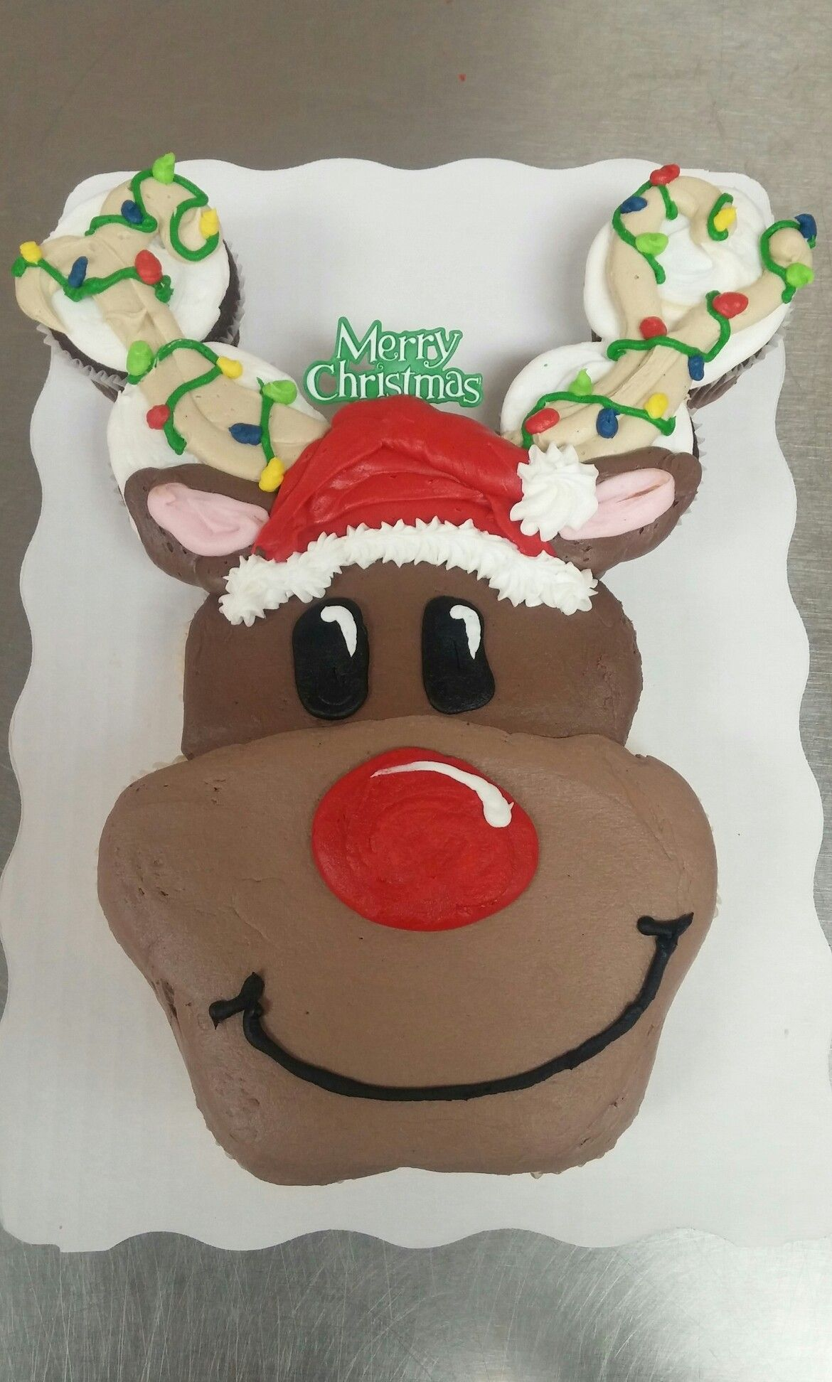 12 Count Rudolph Cupcake Cake With Images Cupcake Cakes Pull