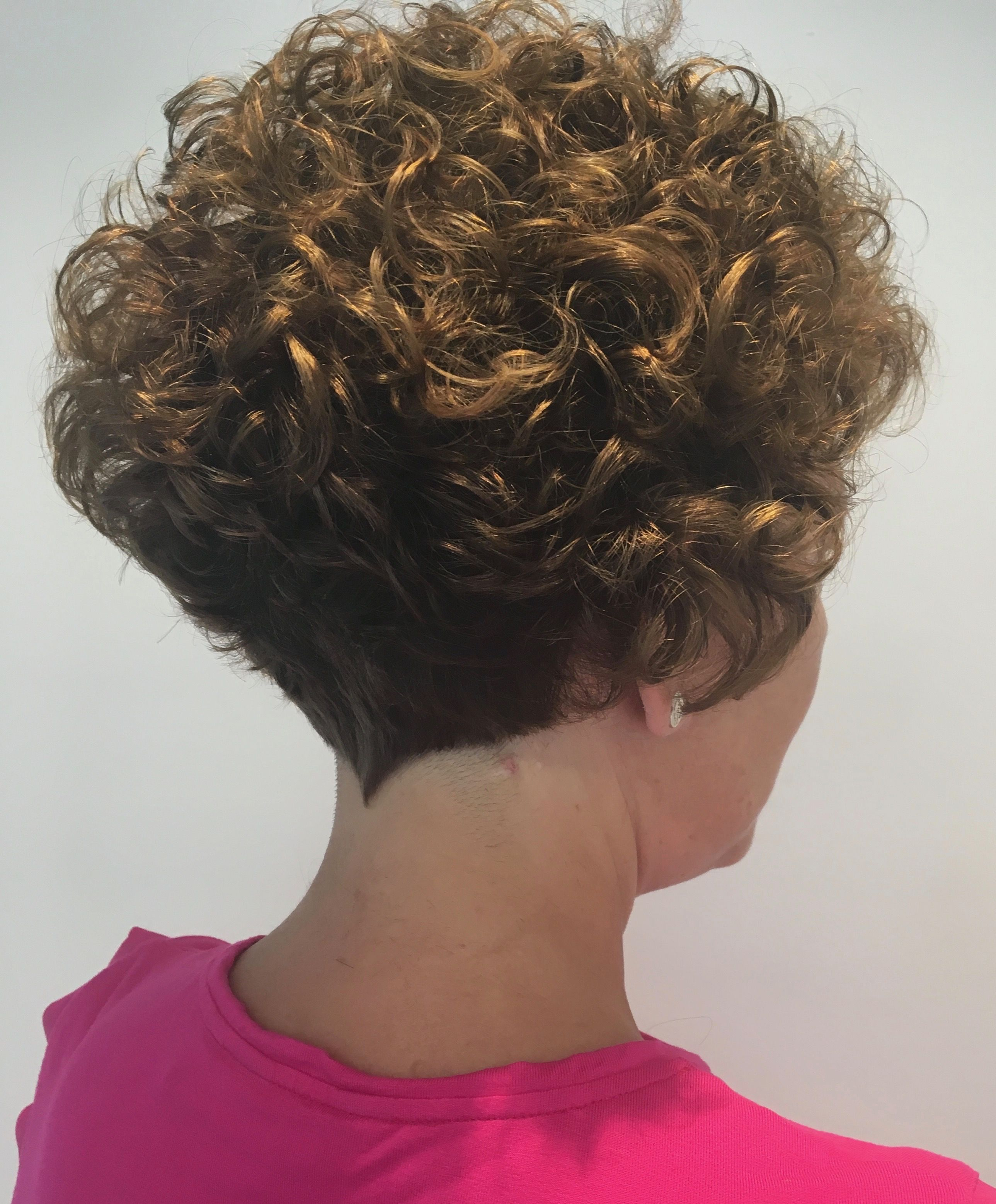 Beautiful Permed Wedge Had My Share Of Theses Pwrms Curly Hair Styles Permed Hairstyles Short Curly Hair