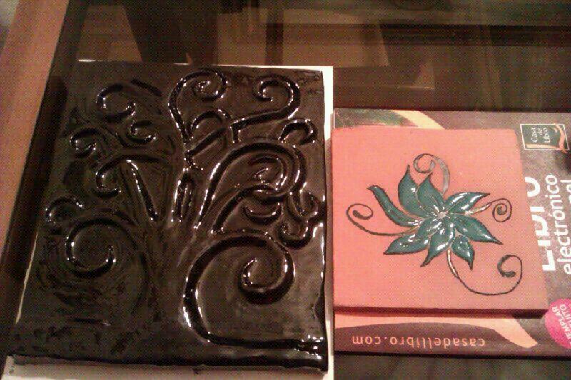 Arbol en cerámica negra y azulejo flor