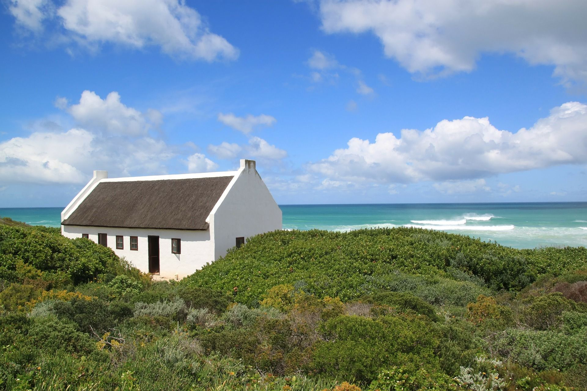 A quiet cottage on the African coast. We love the view of the sea!