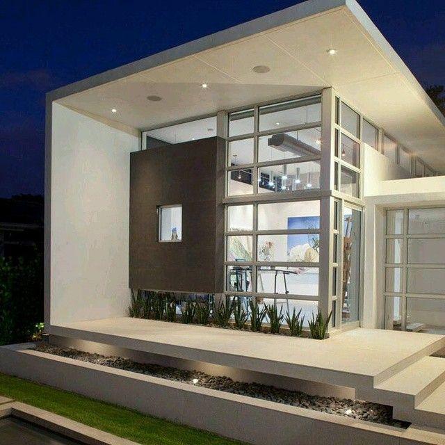 Moderno dise o de fachadas para esta vivienda for Iluminacion exterior fachadas