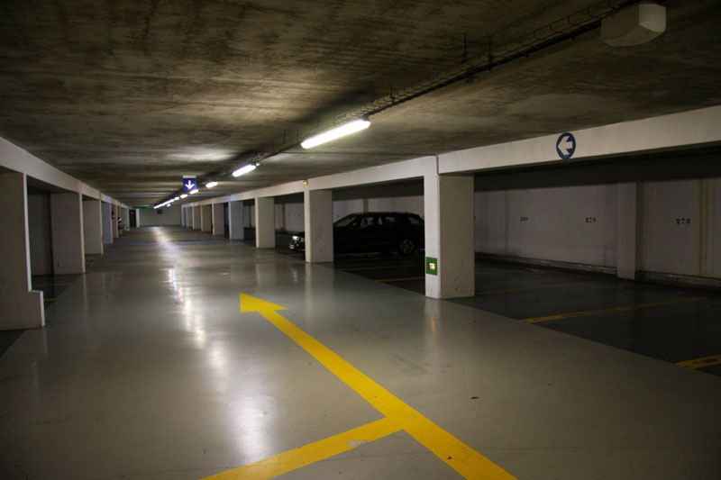 Parking souterrain la c te des basques le pr texte for Parking orly garage jas