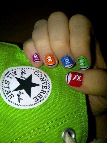 Combina tus @Converse con tus uñas estilo zapatillas. Encuentra exclusivos modelos de la marca http://www.dafiti.cl/converse/