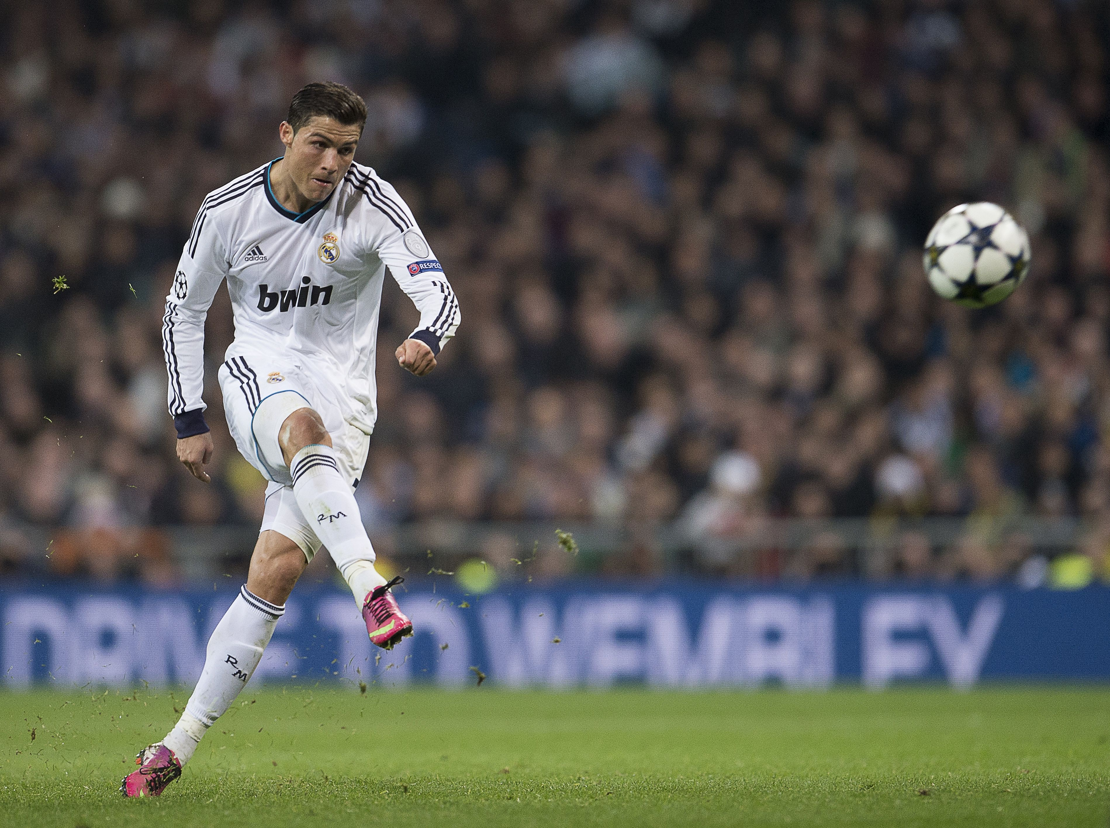 Ronaldo Free Kick Wallpaper For Iphone APL (With images