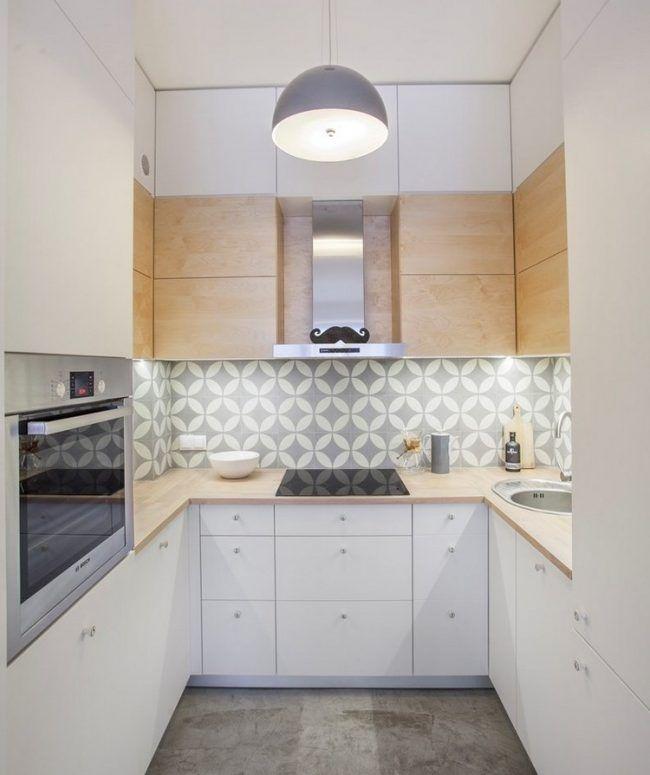 arbeitsplatten-kuche-ideen-holzoptik-laminat-weisse-fronten - küchen in grau