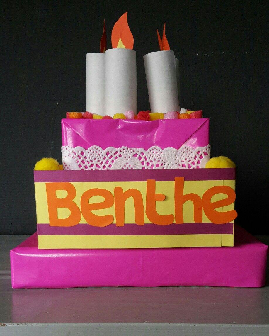 Taart surprise gemaakt van kleine taartdozen papier wc rolletjes cadeautje onderin surprise - Deco originele wc ...