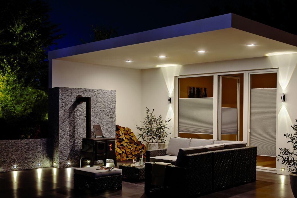 Einbauleuchten Im Aussenbereich Auf Jeden Fall Die Einbaulampen Verleihen Der Terrasse Den Letz Terrassenbeleuchtung Aussenbeleuchtung Haus Aussenbeleuchtung