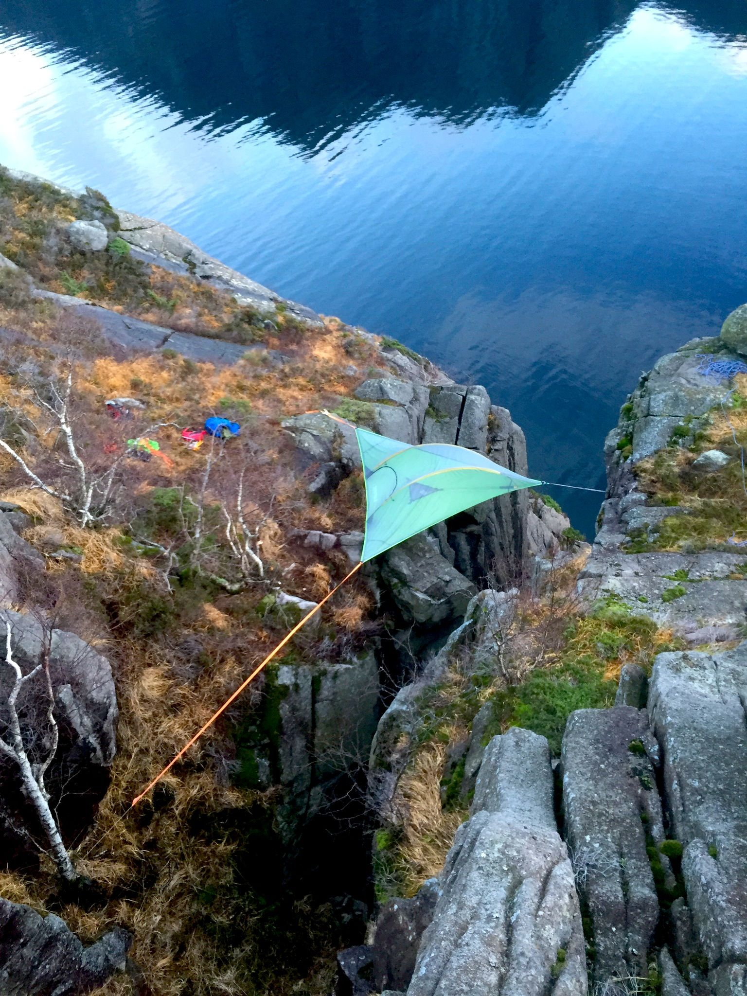 These adventures took Tentsile Stingray to 85 meters above the Norwegian Fjords. These guys are & These adventures took Tentsile Stingray to 85 meters above the ...