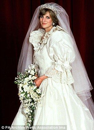 Princess kate wedding dress princess diana 39 s puffball for Princess catherine wedding dress