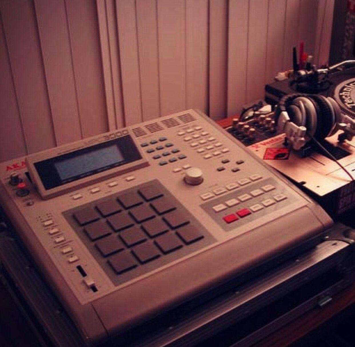 Akai Mpc 3000 Akai Recording Equipment Drum Machine