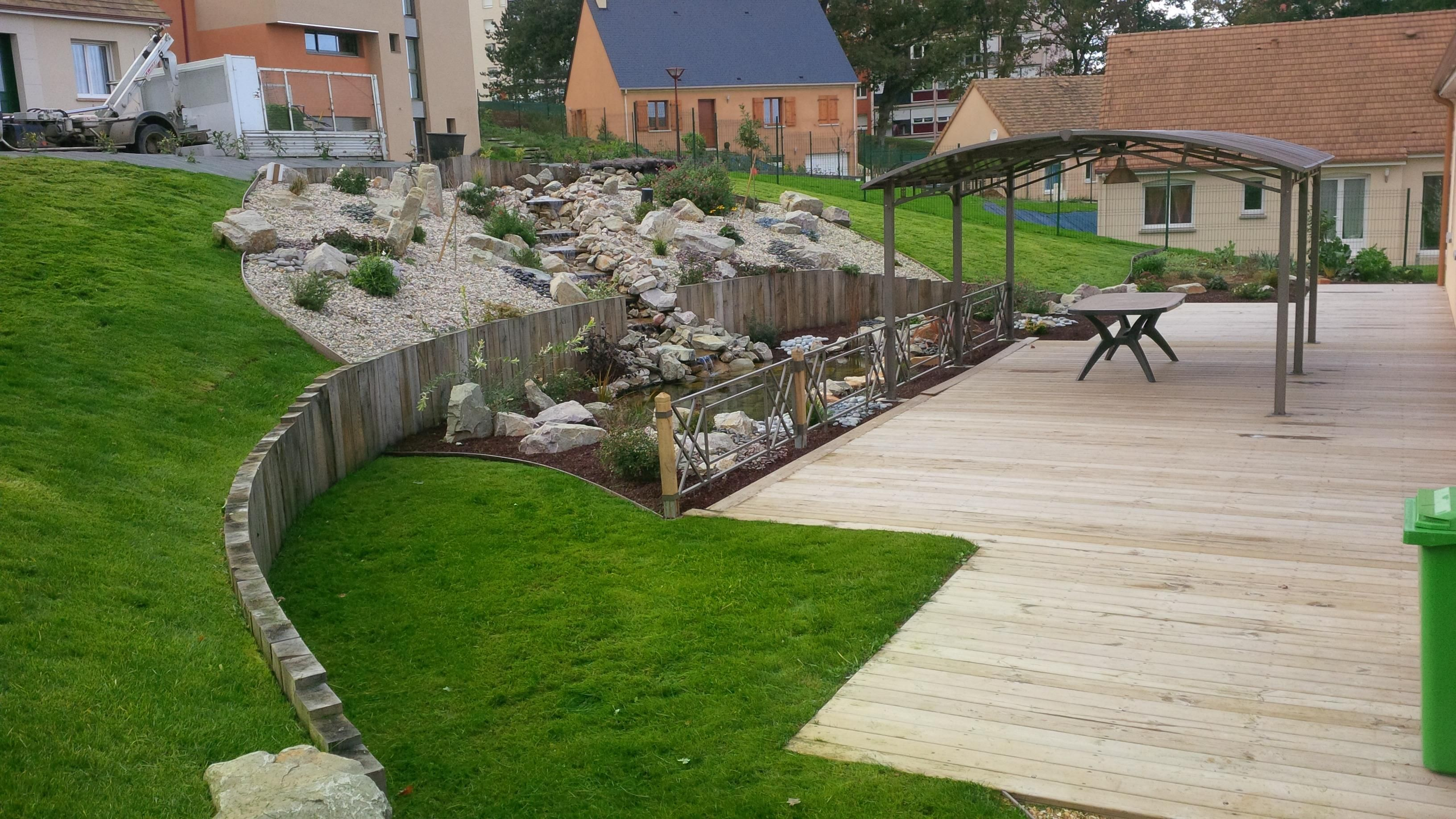 Jardin en pente id es d co jardin pinterest for Amenagement terrasse jardin