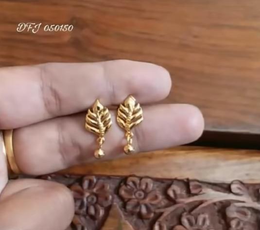 Beautiful Light Weight Daily Wear Gold Earrings Designs In 2020 With Images Gold Earrings Designs Gold Jewelry Earrings Small Earrings Gold