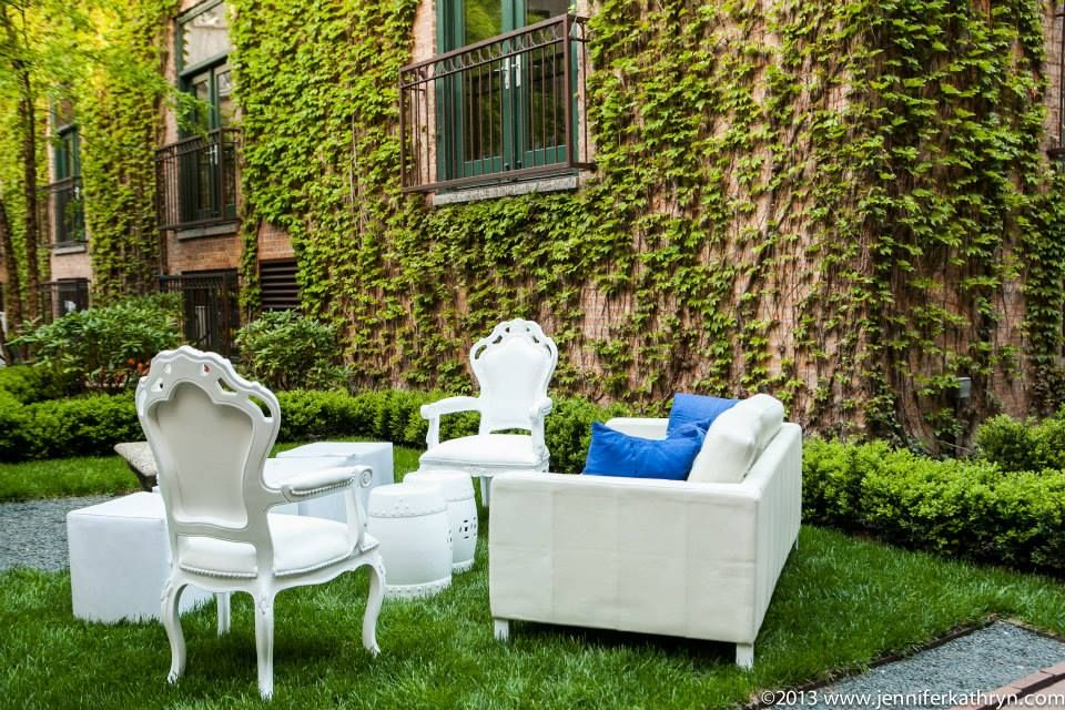 White Furniture at an outdoor cocktail party at Ivy Room. #studioag