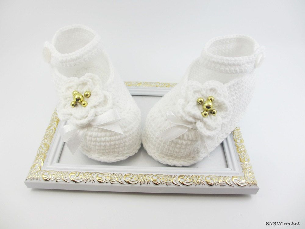 8956a83768774 White Crochet Baby Booties , Christening, Baptism, Crochet Booties ...