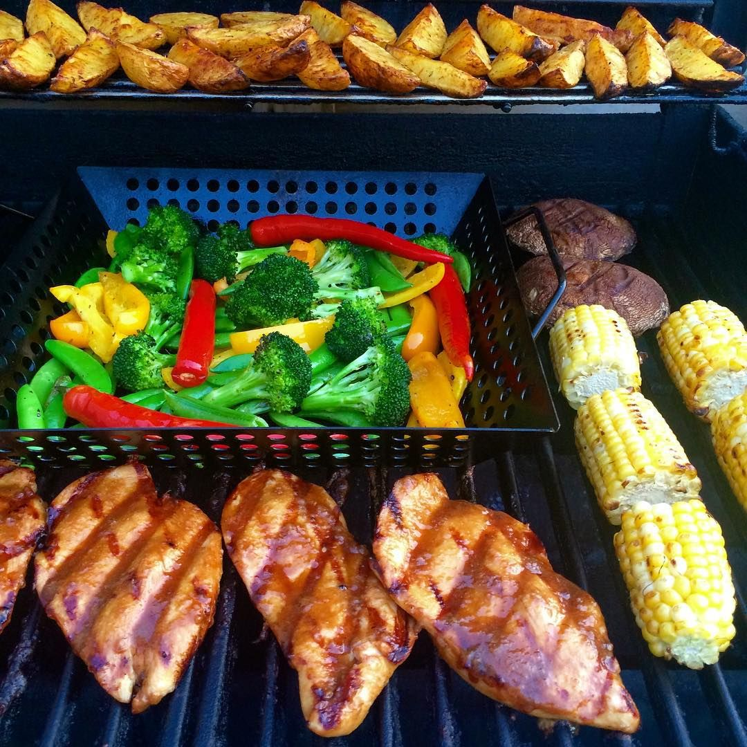 I have fond memories of grilled chicken teriyaki cutlets. So tonight I tossed together a quick sauce and grilled a stir fry of peppers, broccoli, snap peas along with portobello mushrooms, corn and potato wedges. #loveontfood #weberfun @zimmysnook