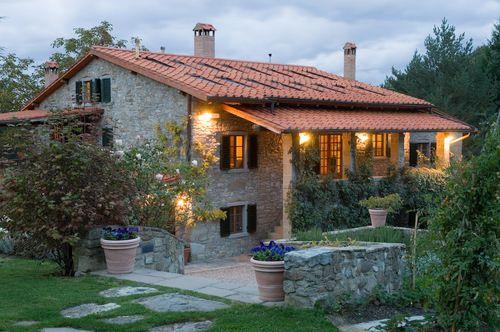 Casa ombuto larniano cerca con google villas en la for Case tradizionali italiane