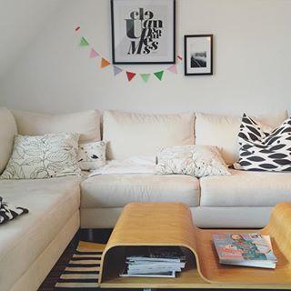 Das Sofa hat einen neuen Platz bekommen, sieht gut aus! #motherblogger #lifestyleblog #home #homesweethome #zuhause #wohnzimmer